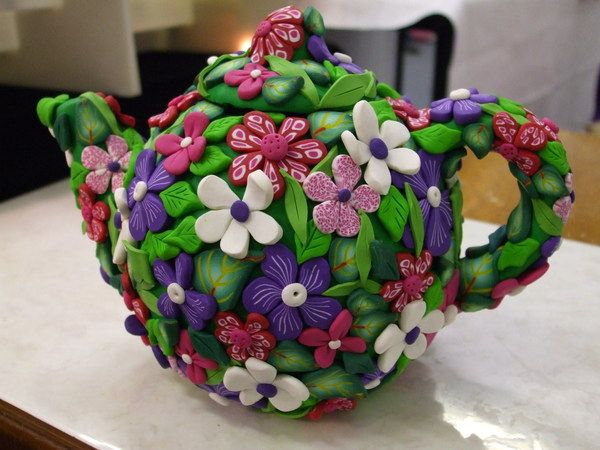 Tea Pot Flowers by Gill Cosford, via Behance Very sweet, may have to attempt it! :)