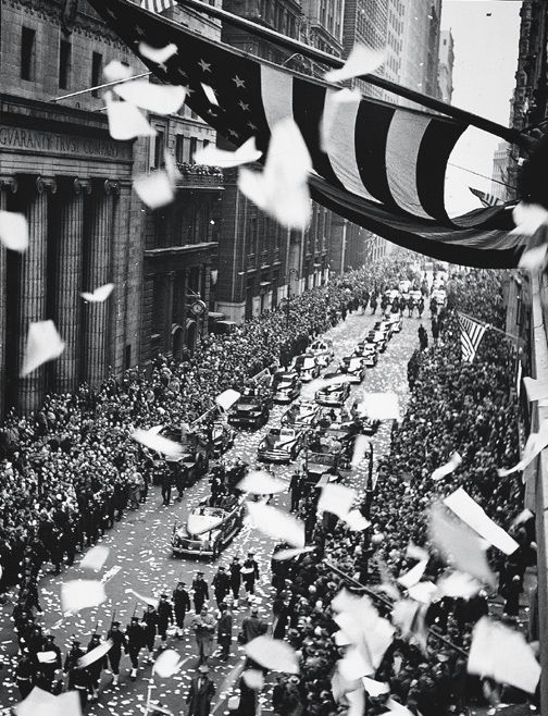 Feininger, Andreas   American (b. France, 1906-1999)    DESCRIPTIVE TITLE: Parade on Lower Broadway