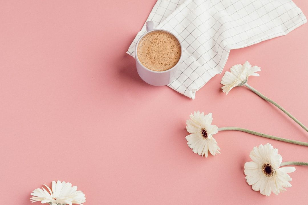 Daisies And Coffee Download This Photo By Liana Mikah On Unsplash Cute Desktop Wallpaper Cute Laptop Wallpaper Pastel Pink Wallpaper Coffee cute wallpapers for laptops