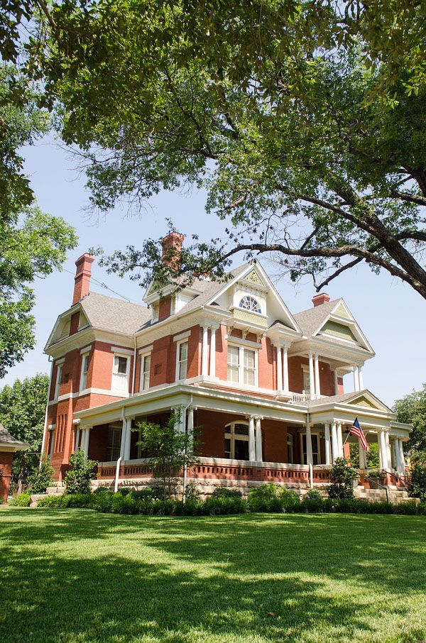 Historic House For Sale Victorian Style Homes Historic Homes Victorian Homes