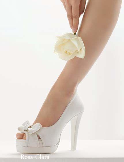 Zapatos de tacón alto y plataforma con dedos al aire adornados con lazo d4088ebf974b