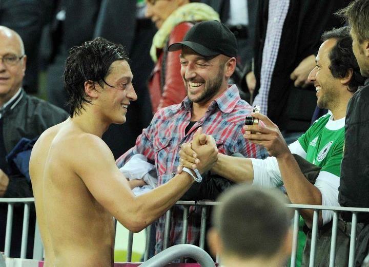 Naked Mesut Ozil Nude Photos