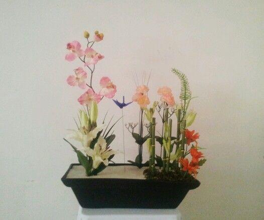Arreglo floral en un estilo elegante modernista el dise o - Adornos florales para casa ...