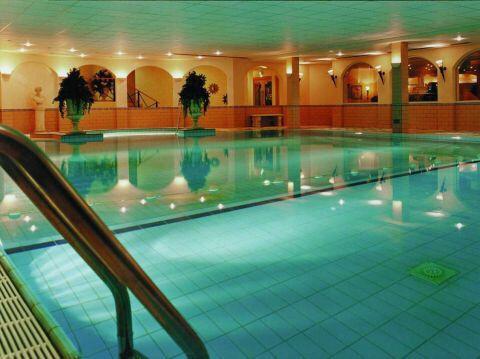 e78ada767ff371 Toucan health club zwembad www.hotelgilzetilburg.nl   Hotel Gilze ...