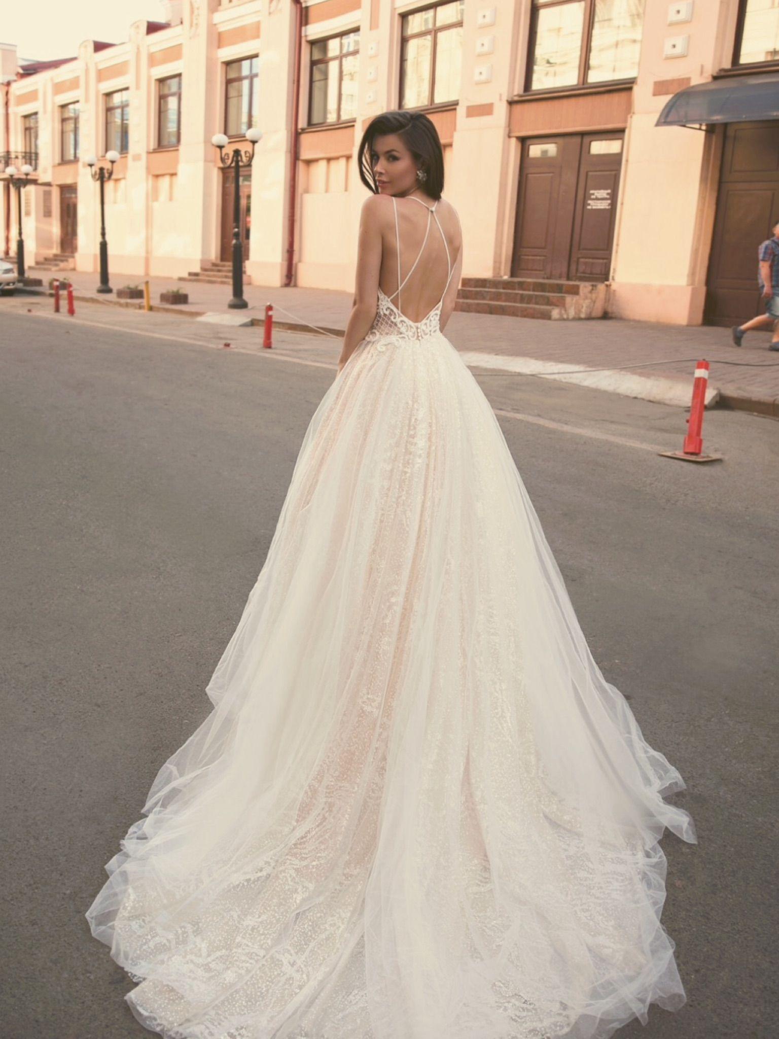 8bfe28efcc6d Νυφικα 2019  ρομαντικα νυφικα  νυφικα με εντυπωσιακη πλατη  γοργονε νυφικα  νυφικα  με