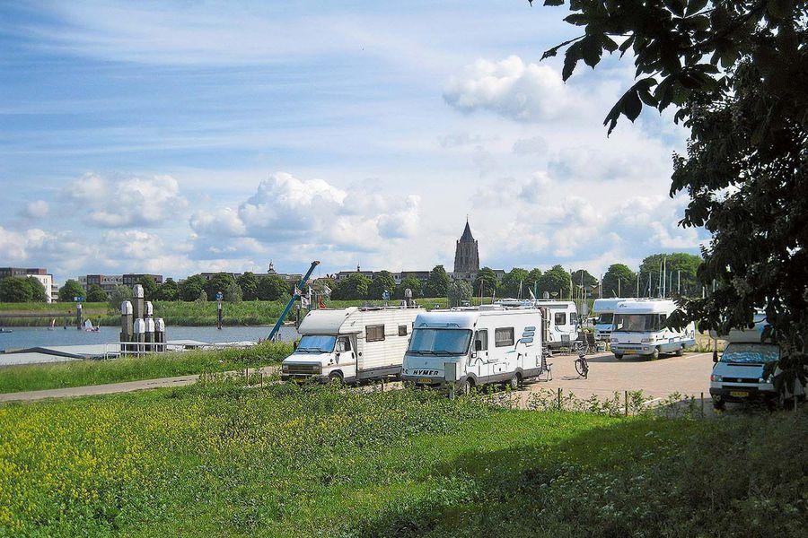 Stellplatz in Südholland #campеr | Camping trips, Holland ...