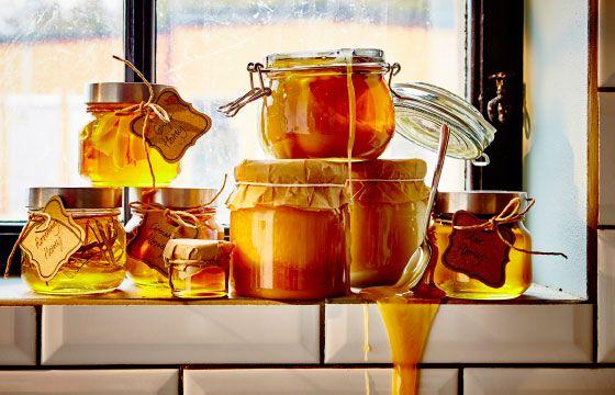 Säilö hunaja tiiviisiin purkkeihin ja mausta sitä haluamillasi mausteilla tai…