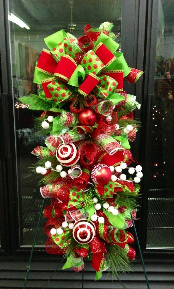Ideas paso a paso para decorar la puerta para esta navidad for Arreglos navidenos para puertas 2016