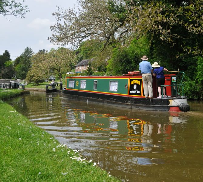 House Boat On The River Severn Uk With Images Canal Boat