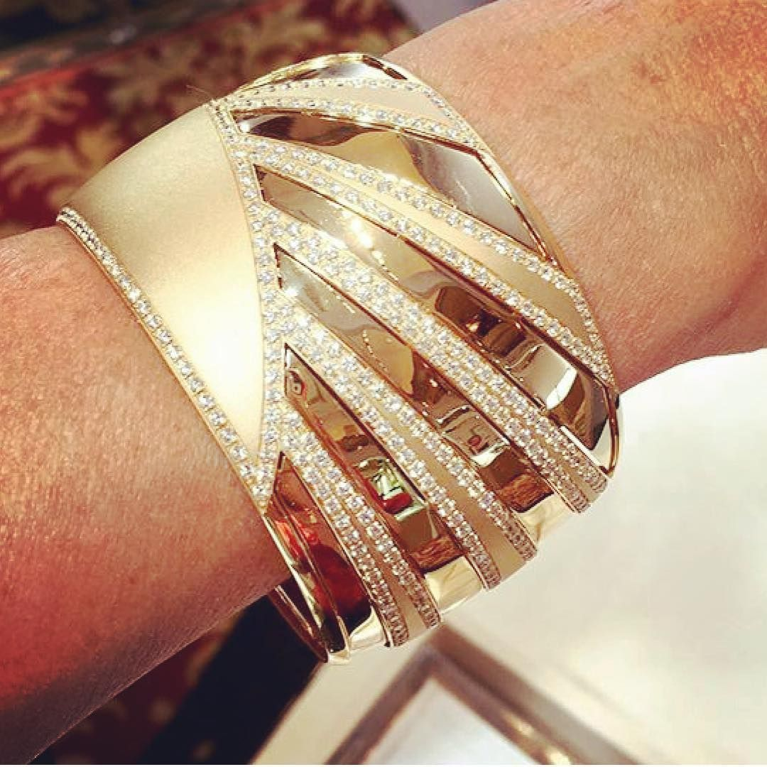 No Monday blues here: #7 in our top ten pieces at Prive goes to @miseno's Raggi cuff which symbolizes sun Ray #jewelrydesign #luxuryprive #fashion #style