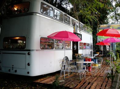 Refresh browser to see image camping bus restaurant for Mobili convenienti