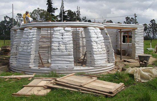 Clube do Concreto: Casa de Earthbag na Colombia com passo a passo