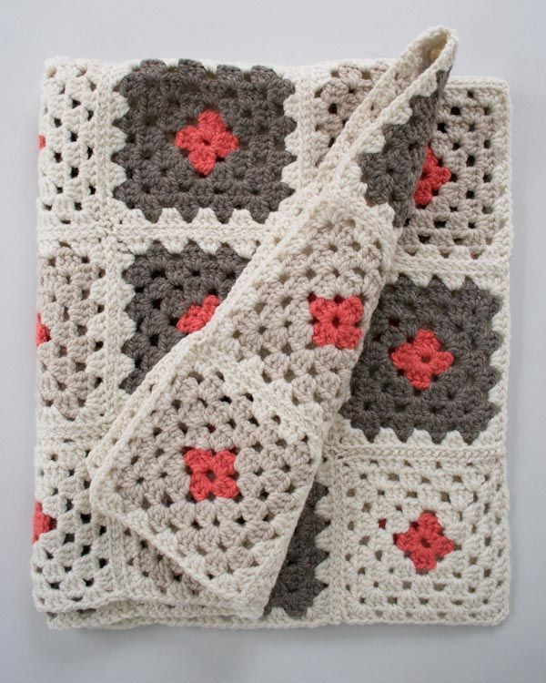 Video tutorial on how to sew together crochet granny square with whipstitch from the excellent Purl bee blog by Purl Soho.