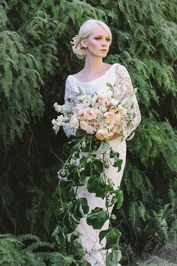 Cascading bouquet with peach roses | Photo by Lara Hotz | Floral design by Jardine Botanic