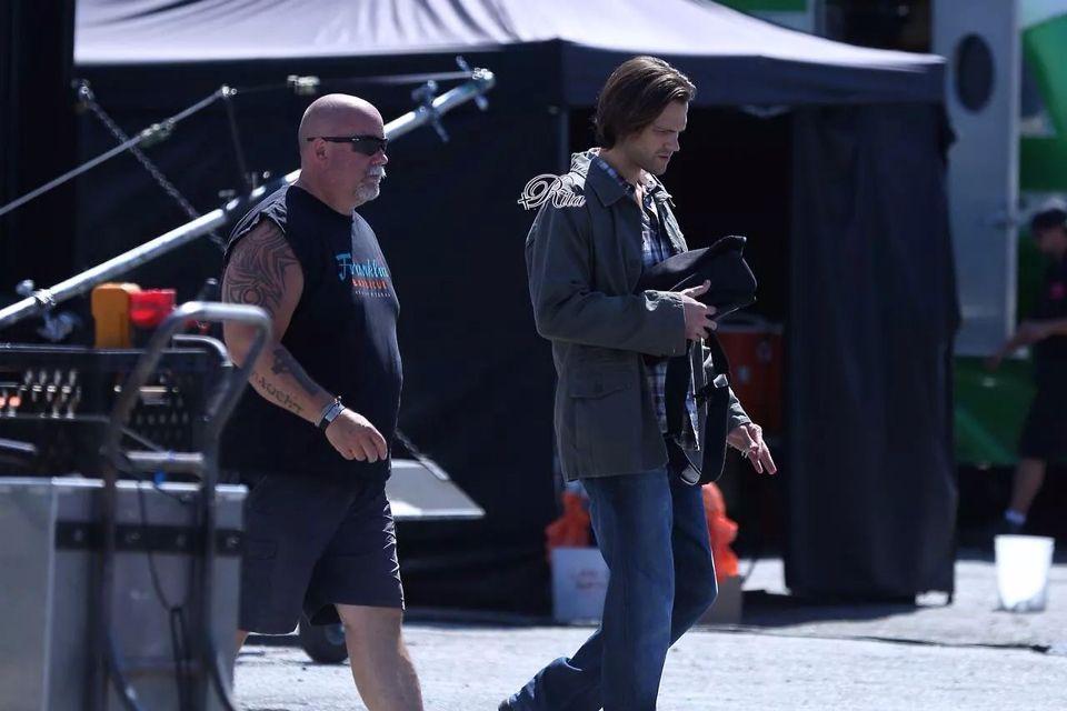 Jared n cliff on set