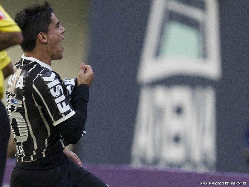 Sport Club Corinthians Paulista - Fagner scores