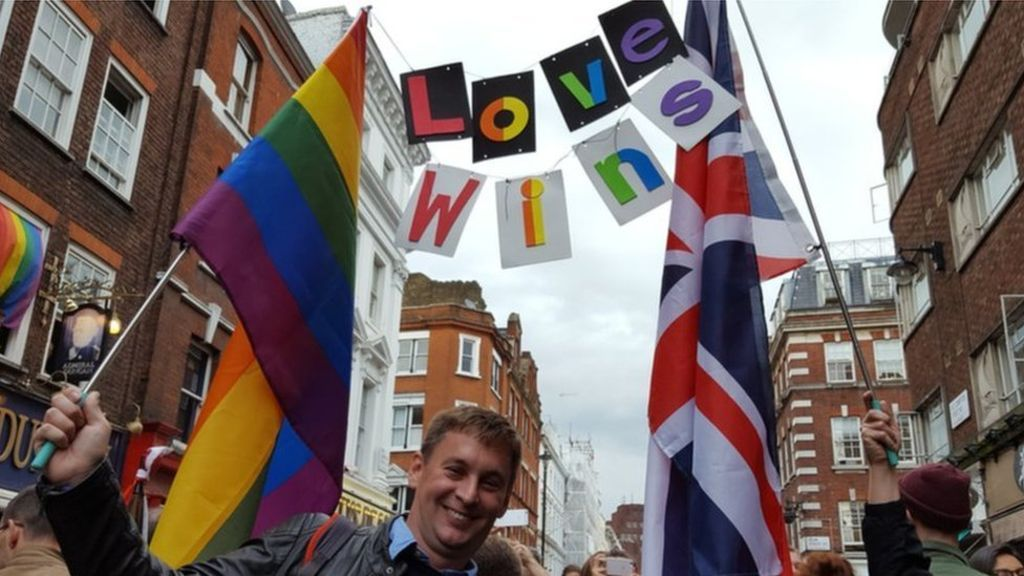 Britain's LGBT communities hold vigils for Orlando shooting victims - BBC News