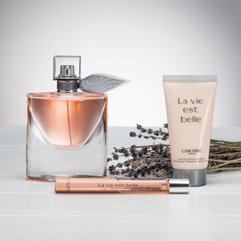 La Vie Est Belle Fragrances And Perfume Lancome In 2020 Perfume Fragrance Lalique Perfume Bottle