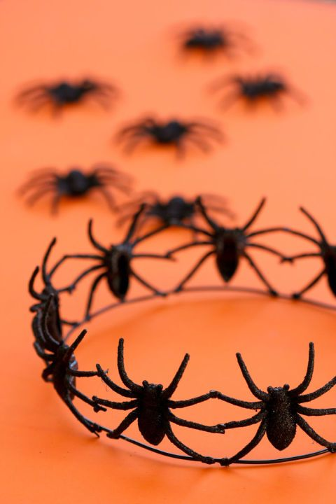 65+ of the Best Halloween Crafts Ever Holidays halloween - spiders for halloween decorations