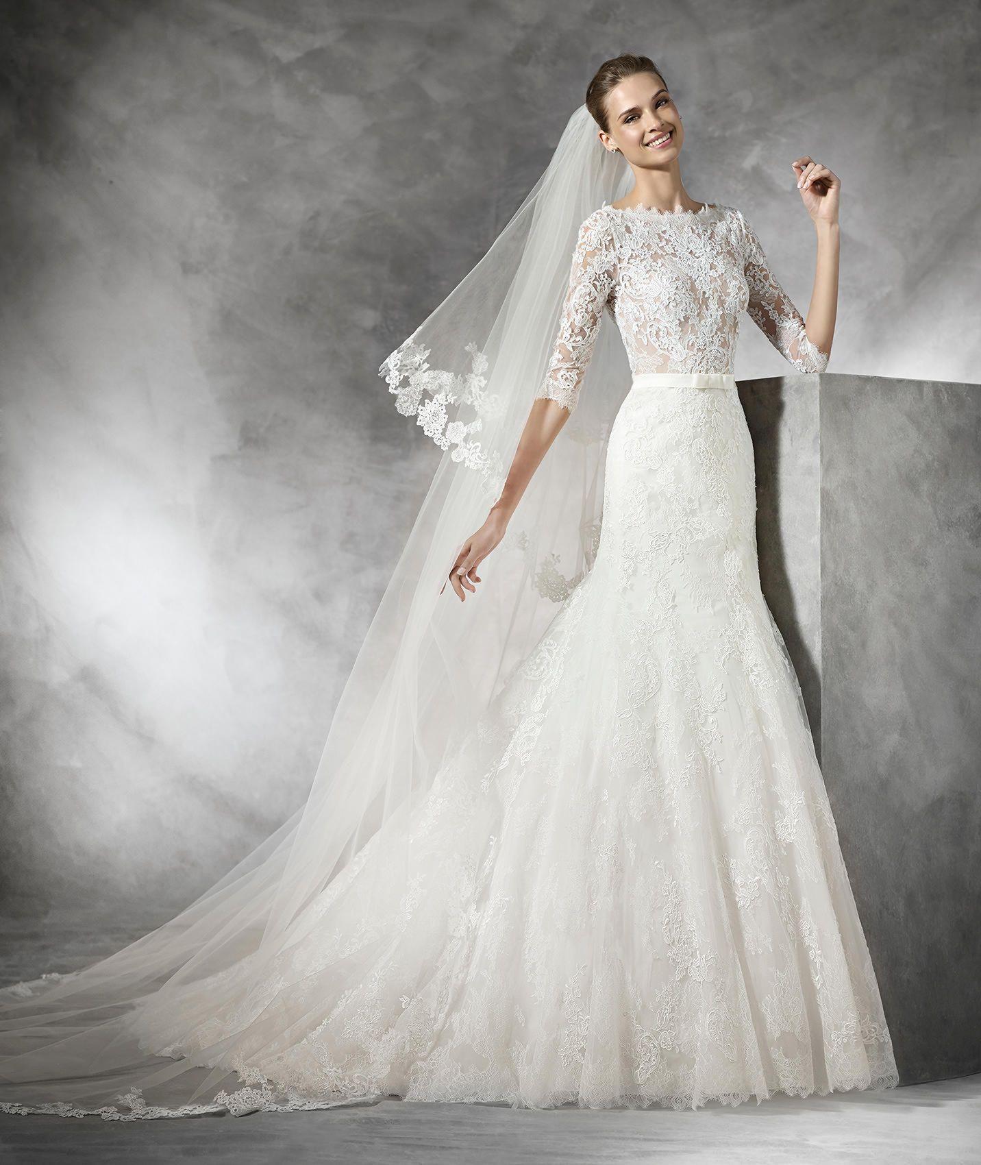Timy mermaid wedding dress with long sleeves pronovias