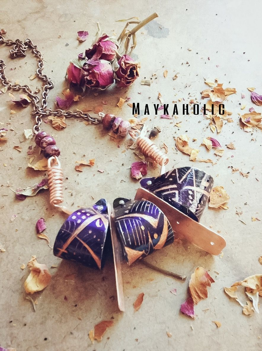 COme check my website with my new metal necklace design  http://www.maykaholic.com/