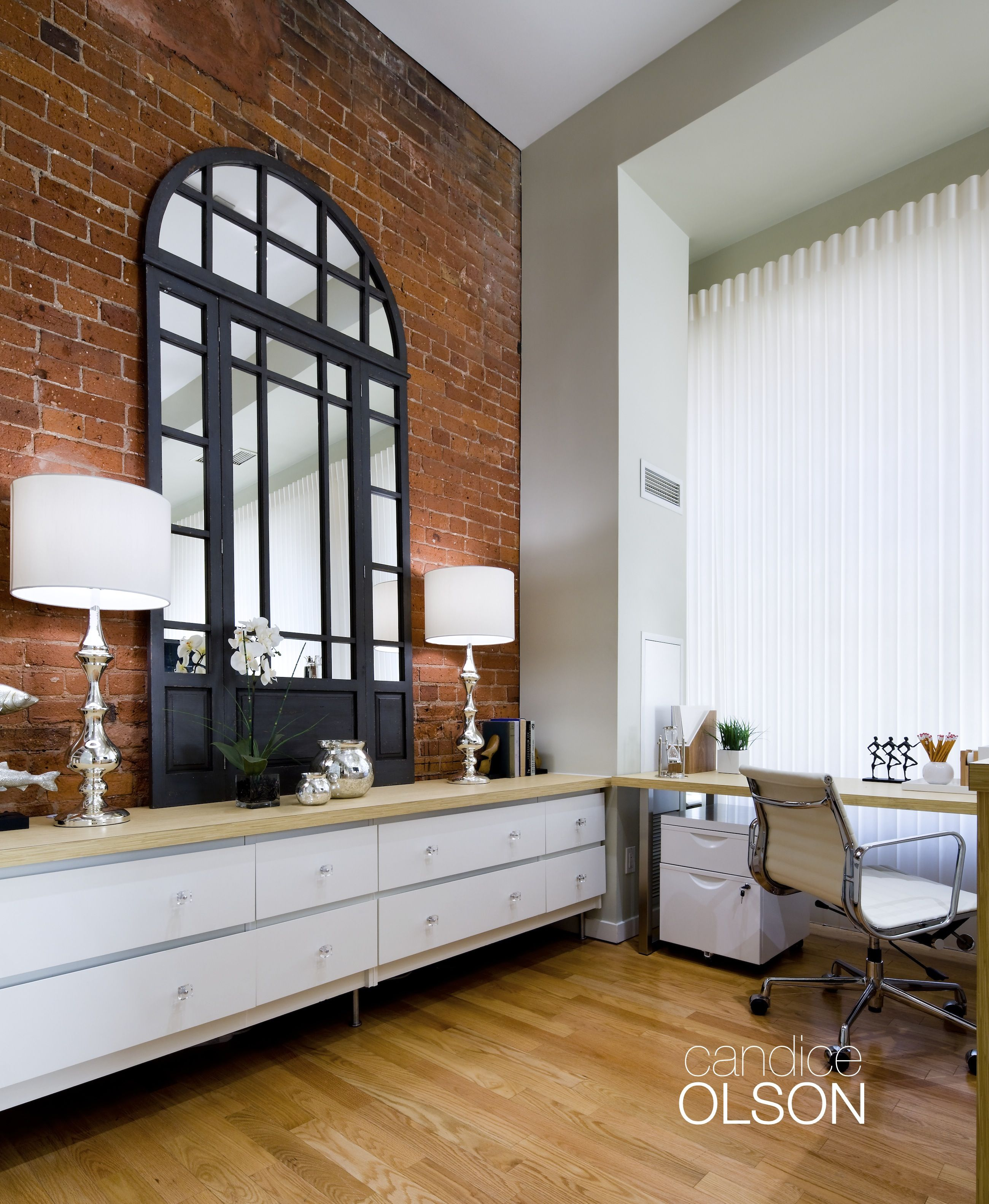 Ballet White Loft This Brick Wall Is The Focal Point Of