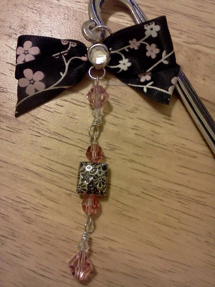 shepherd's hook bookmark w/swarovski crystals and bow =)  handmade by me...