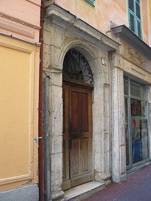 Le Vieux Nice Portes Medievales A Clairoir Du Vieux Nice Avec Images Nice Visiter Nice Rue