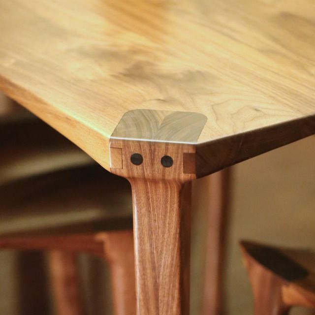 Dining table leg joint exposed joinery called a Maloof joint.