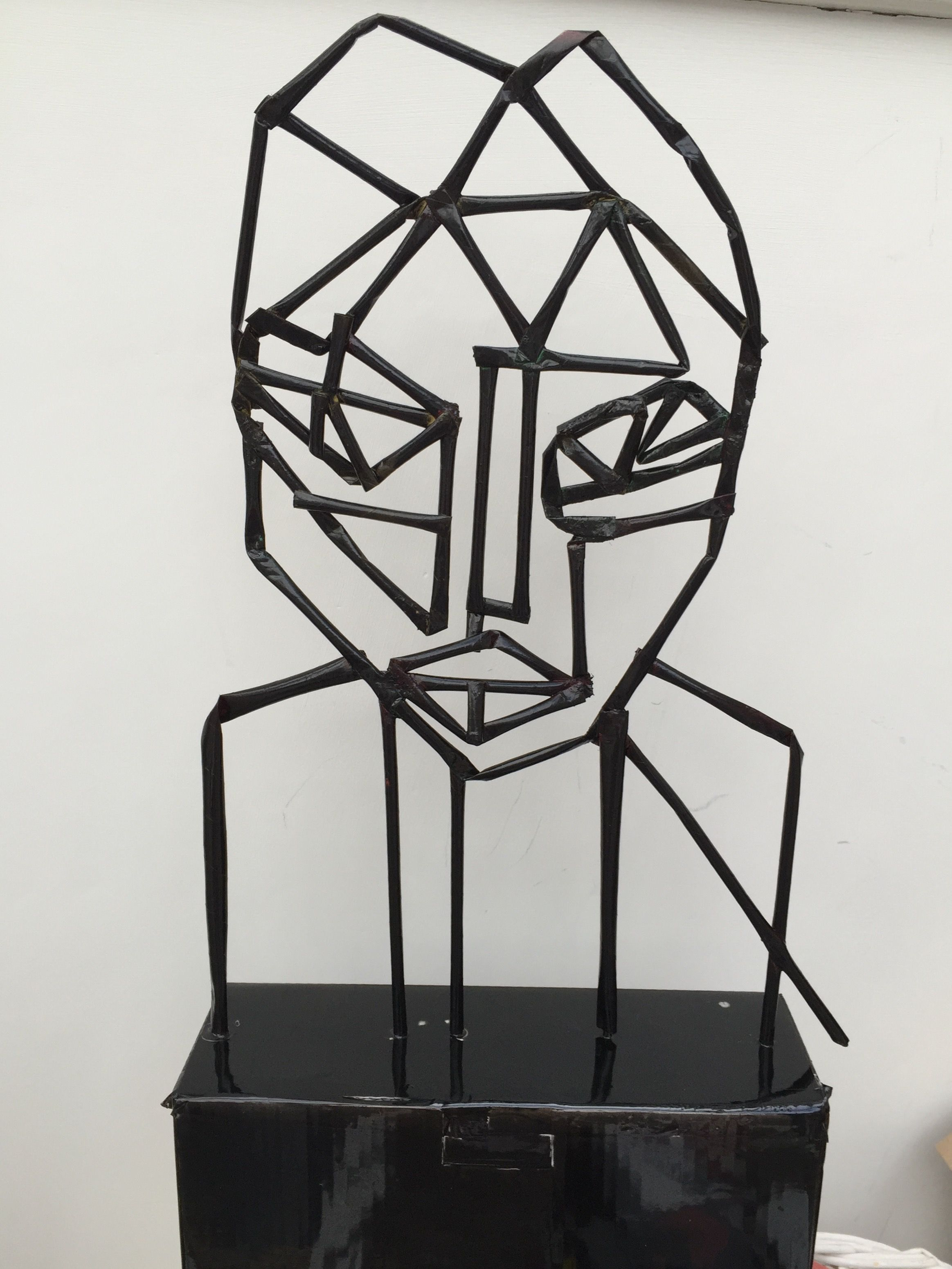 Naum gabo inspired 39 head 39 made from drinking straws for Plastic straw art