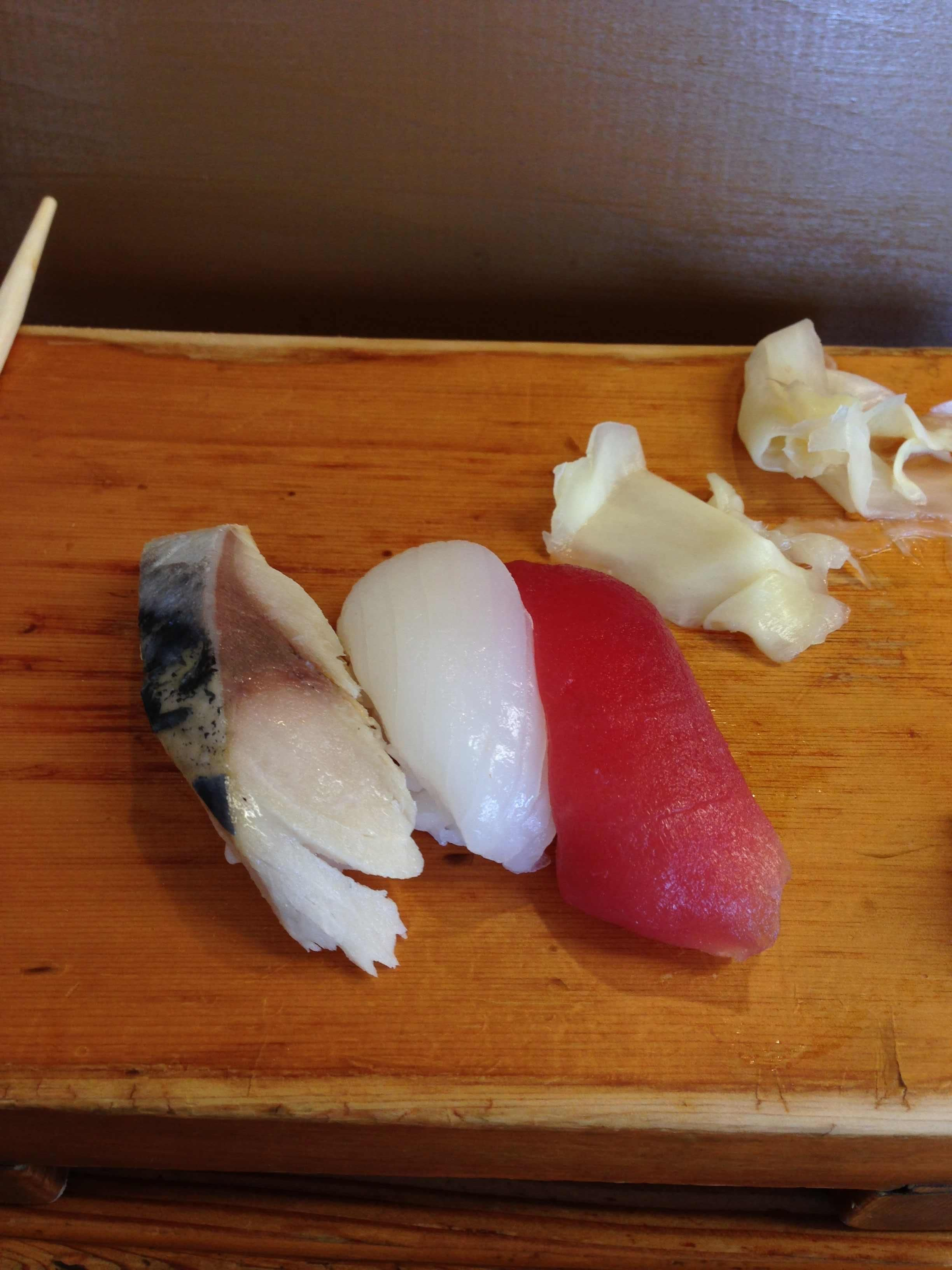 Visited one of my favorite sushi bars in Torrance, CA. Mackerel, squid, and tuna. - Imgur