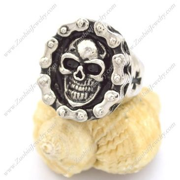 Hot welcome bicycle chain ring with skull in the middle has US size from 8 to 13 with affordable price of $2.35/pcs, search item no. r002252 on Zuobisi Jewelry Official Website.