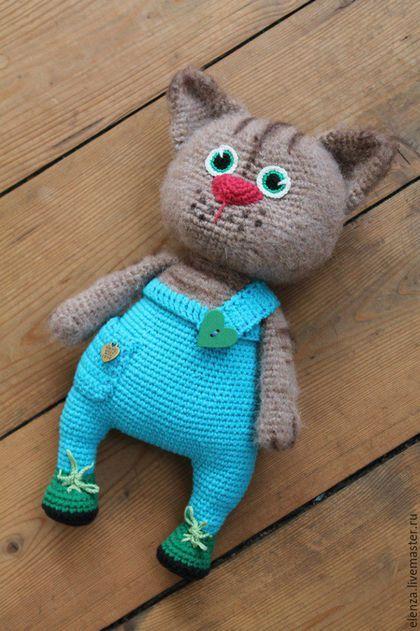 Купить или заказать Кот Бармалейкин(авторская игрушка) в интернет-магазине на Ярмарке Мастеров. Упитанный котик Бармалейкин станет верным другом.Он не требует ухода,ему нужна только ваша любовь.Игрушка выполнена из качественной пряжи.