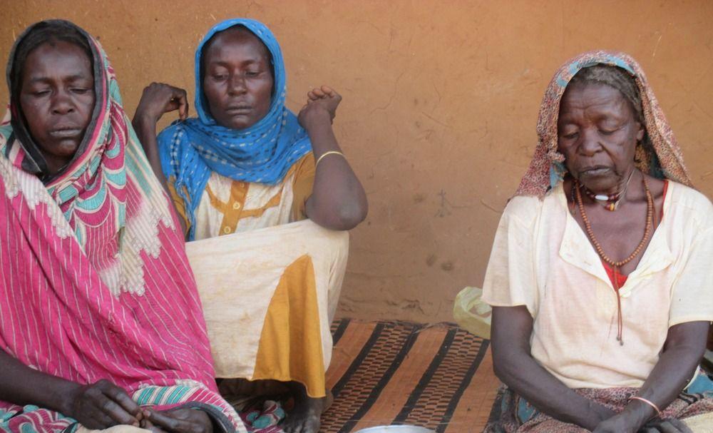 Mulheres refugiadas sudanesas em um acampamento no leste do Chade.