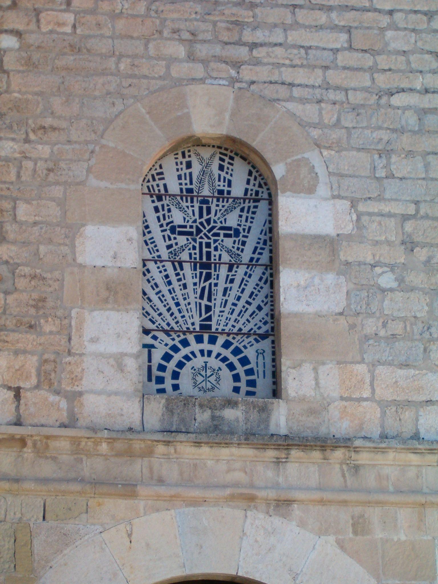 detalle de la fachada principal de la iglesia de San Amador