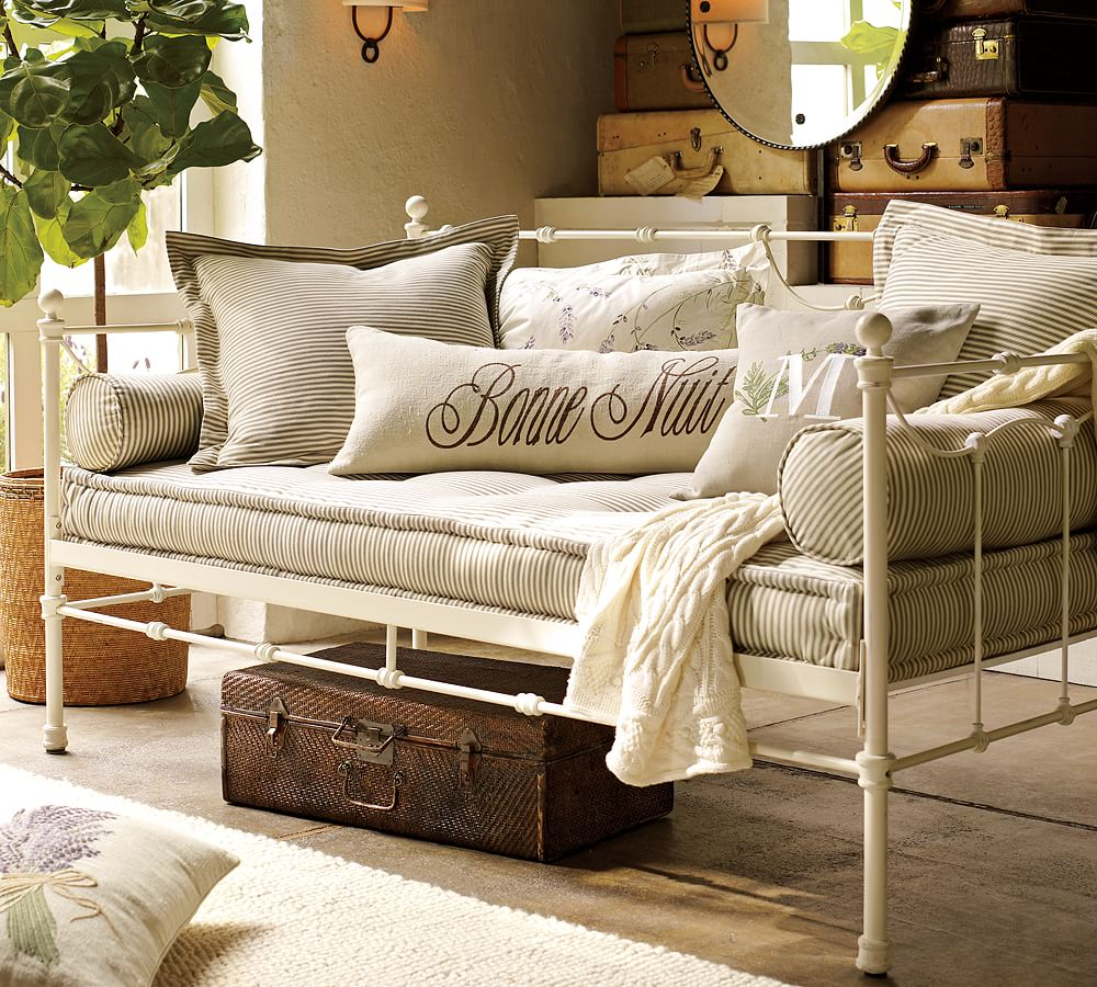 Savannah Metal Daybed, Distressed Antique White Pottery