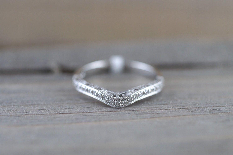 10bf4df424d34 14kt Gold Diamond Milgrain Vintage 3 Face Curve V Groove Ring ...