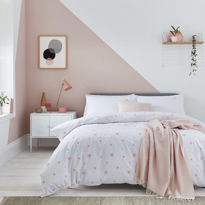 Con la giusta scelta dei colori, porterete un tocco di novità alla vostra stanza da letto. Abbinamento Rosa Antico E Nero Arredare Casa In Stile Contemporaneo Chic Bedroom Interior Pink Bedroom Walls Bedroom Wall Designs