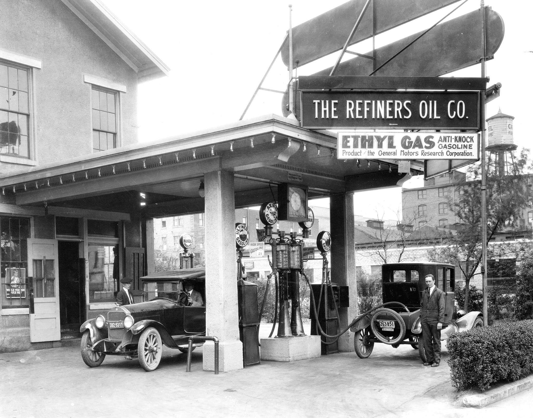 [History] The first gas station to sell leaded gasoline