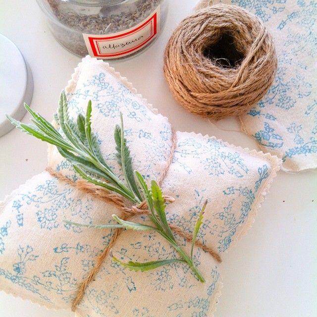 .@by_deva   Depois de estampados é a vez dos encher de alfazema. #crafts#by_deva#love#han...   Webstagram