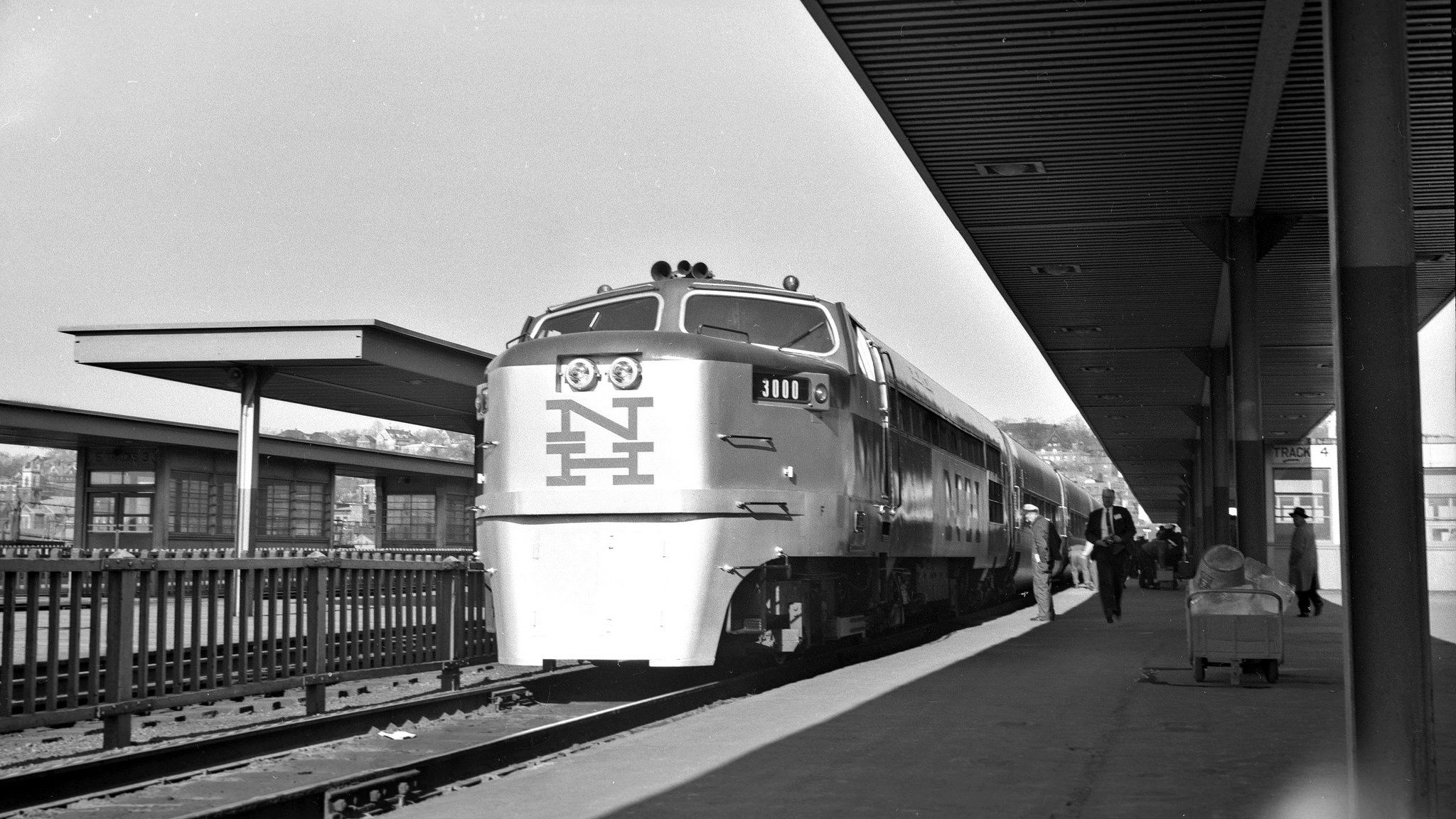 Nh Providence Rhode Island Circa 1957 New York New Haven And Hartford Dan L Webster Passenger Train Leaving Union S Railroad Photography New Haven Leo King