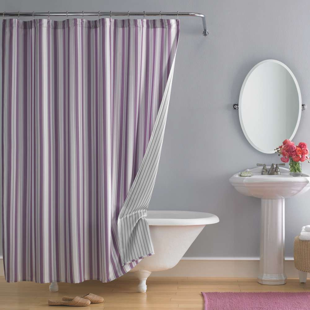 Bathroom shower curtain - Beautiful Shower Curtain With Purple Vertical Strip Patterns Shower Curtain Rod White Bathtub With Clawfeet Standing