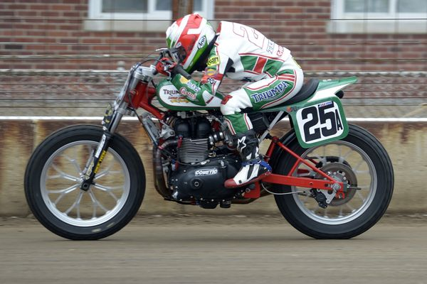 This Woman Can Ride Shayna Texter And Her Latus Motors Castrol Racing Triumph Bonneville Cool Bikes Racing Triumph Bonneville