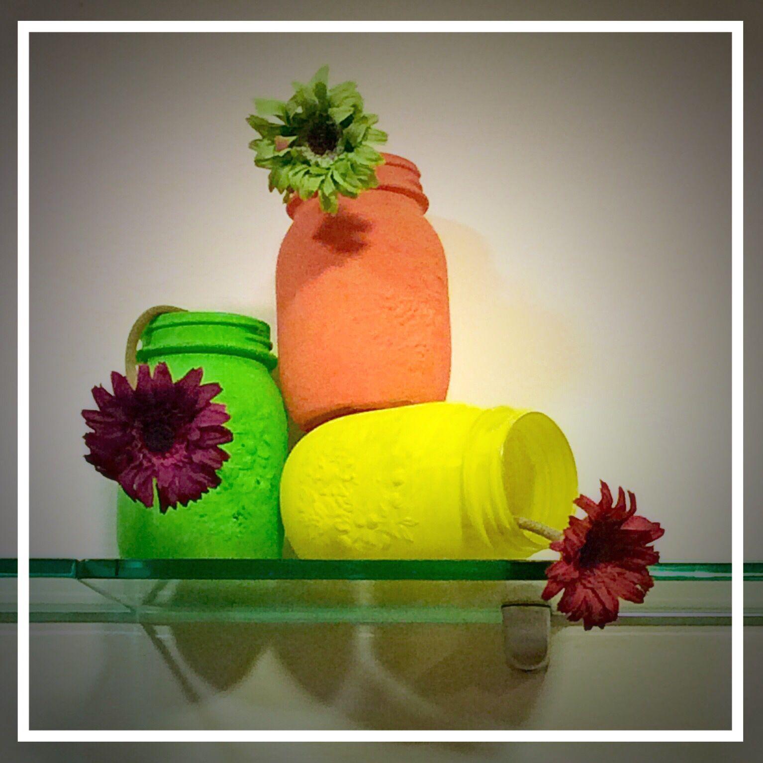 Estate @Hair Studio Consuelo  #allestimentiàporter #vetrineàporter #summer  #colour #flower #mkpretaporter #windowdisplay #visualmerchandising #ilovemywork