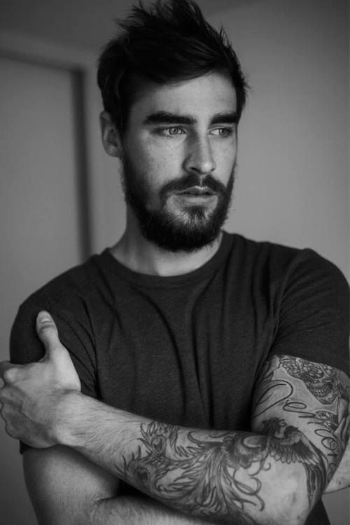 yeiii hombre musculoso coiffure homme et barbe en 2018. Black Bedroom Furniture Sets. Home Design Ideas