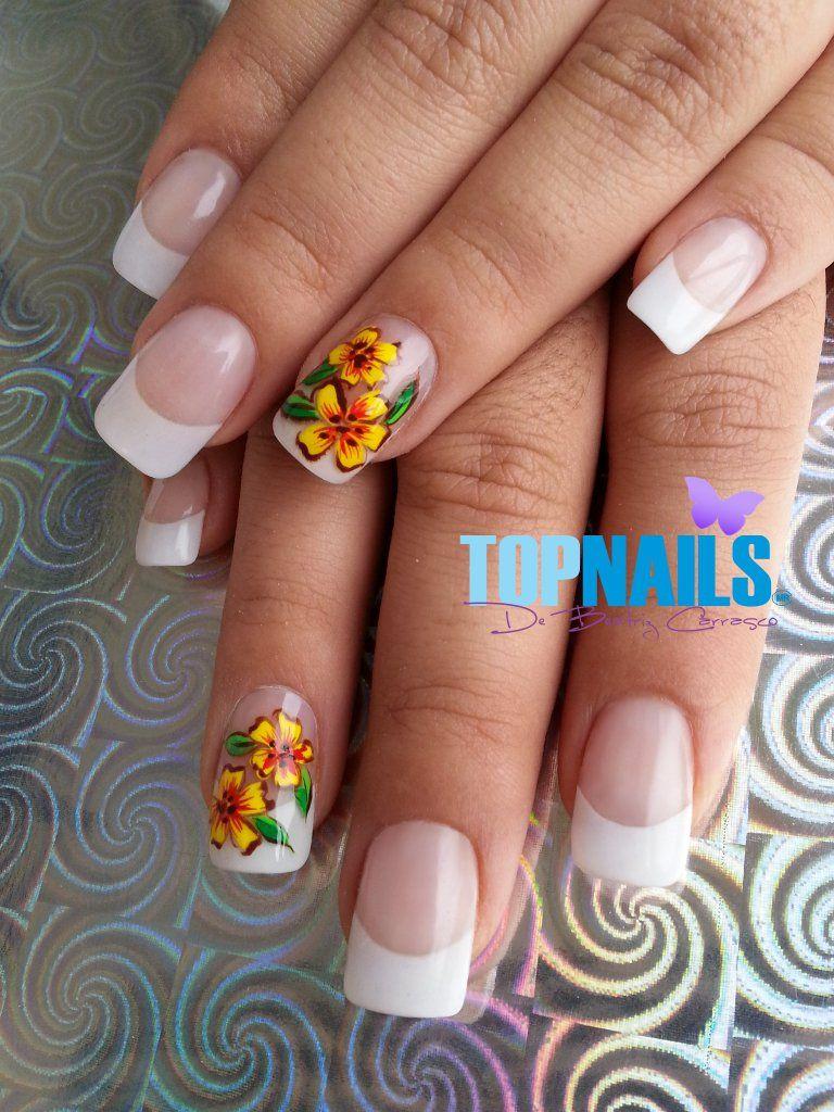 Uñas Acrílicas Francesas diseño Floral Pintado a mano alzada