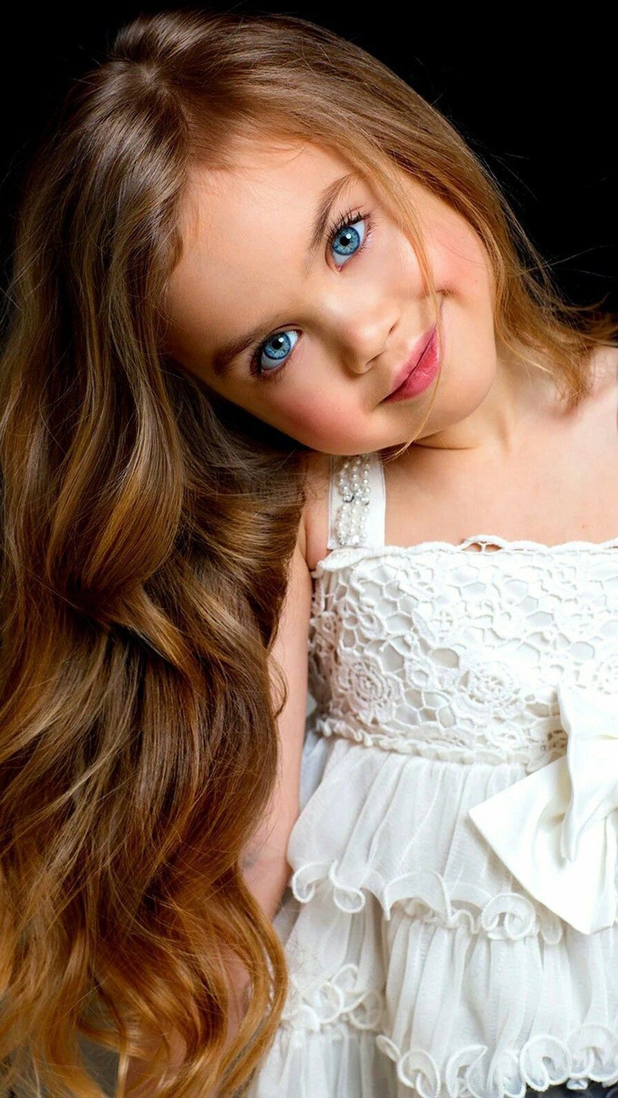Pin By M Hulshof On Cute Baby Girl Blue Eyes Beautiful Little Girls Beautiful Children