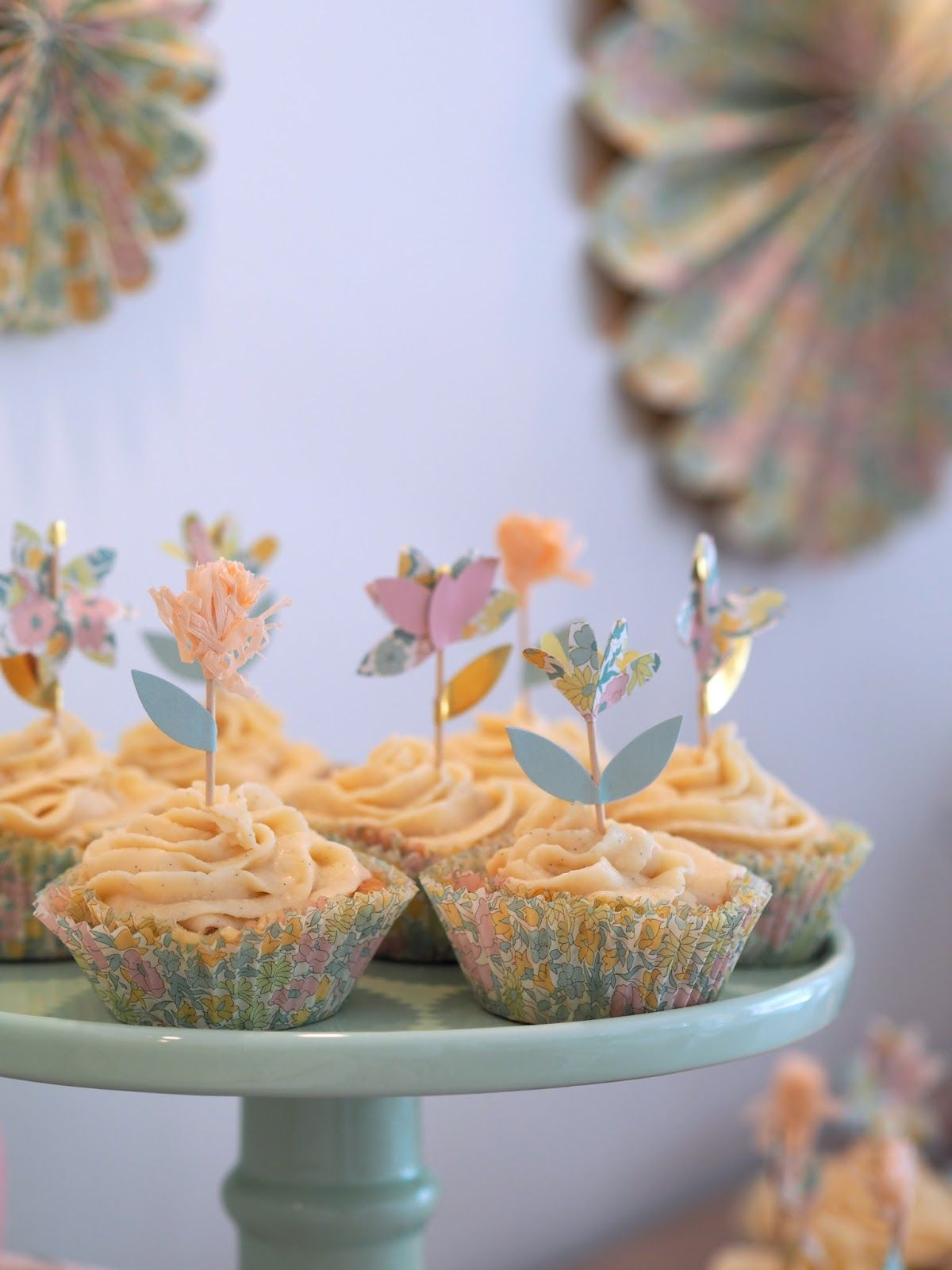 cup cakes, birthday party, flower decoration