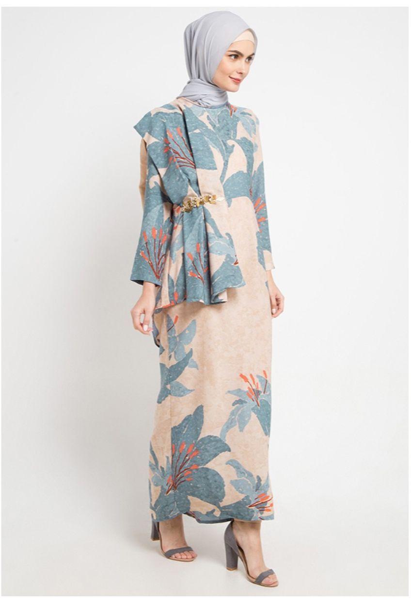 Kami for ZALORA  Model pakaian muslim, Gaya model pakaian, Wanita
