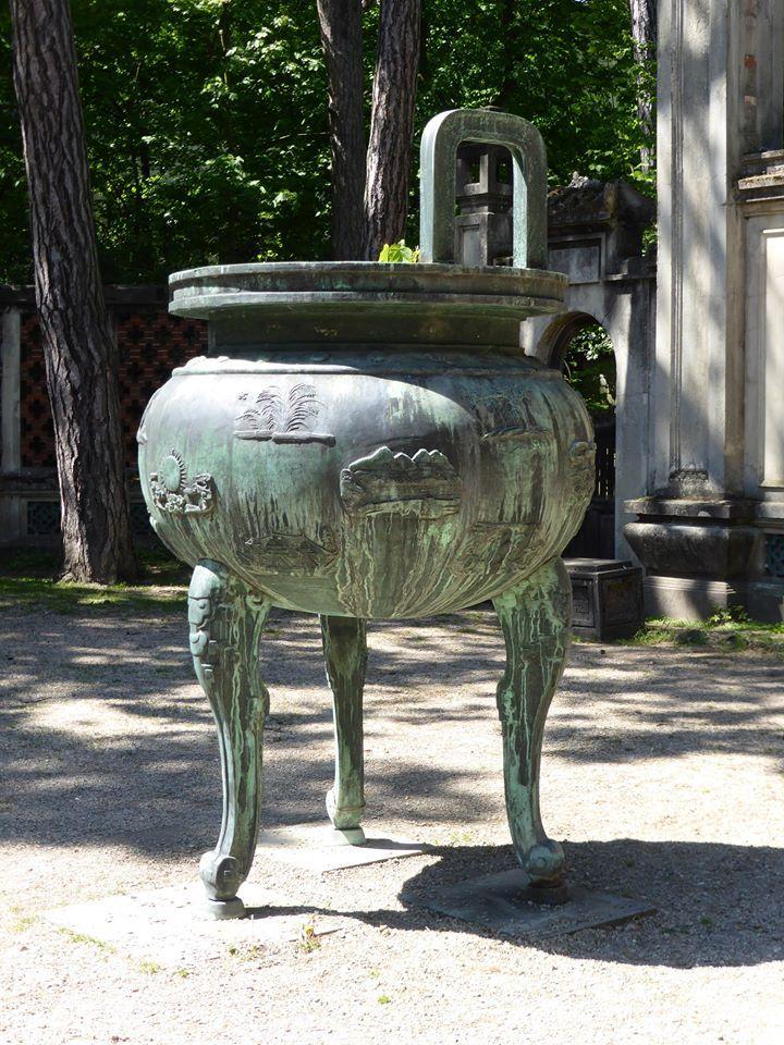urne funeraire jardin